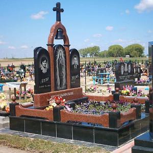 Мемориальный комплекс для двух захоронений - Камень памяти -