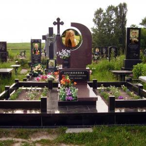 Мемориальный комплекс с круглым портретом - Камень памяти - Примеры других исполнителей