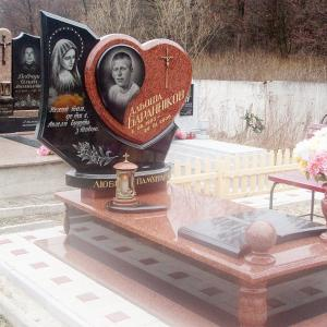 Эффектный комплекс для одного захоронения - Камень памяти - Примеры других исполнителей