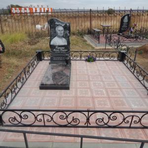 Кованая ограда с массивными столбиками - Камень памяти - Наша работа
