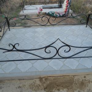 Ограда с интересным заостренным дизайном - Камень памяти - Примеры других исполнителей