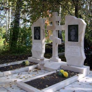 Памятники с мраморным распятием - Камень памяти - Примеры других исполнителей