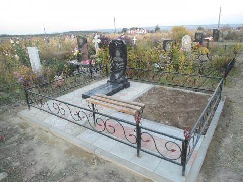 Кованая ограда и тротуарная плитка - Камень памяти - Примеры других исполнителей